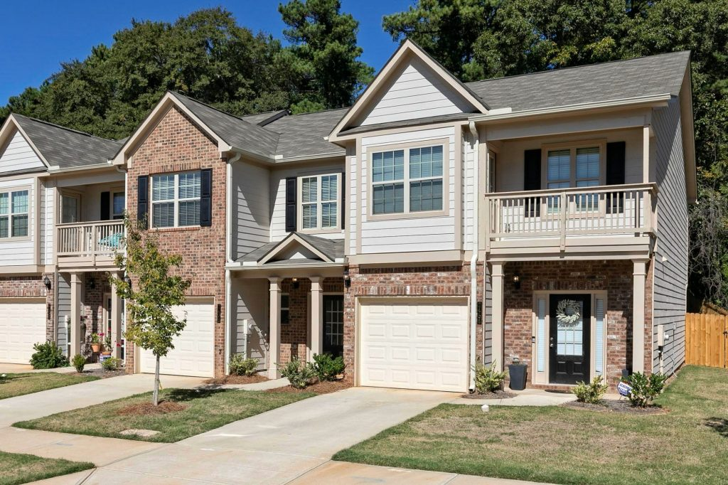 townhomes in Austell at Kings Lake